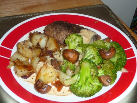 Steak and Potatoes with Broccoli, Mushrooms and Gravy